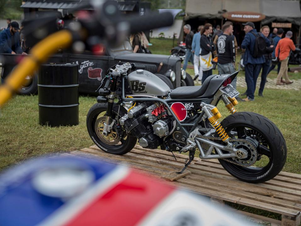 Honda at Wheels and Waves: Bad Seeds ja 6-sylinterinen CBX-1000 kustomointi.