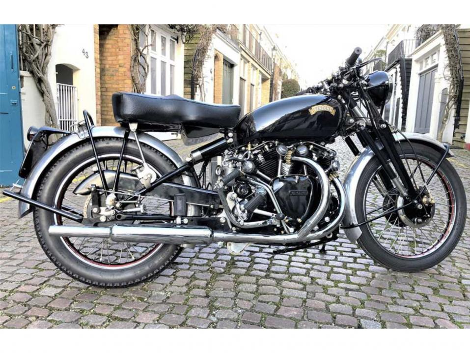 1955 Vincent Black Shadow Series C, huutohinta 54 000 €.