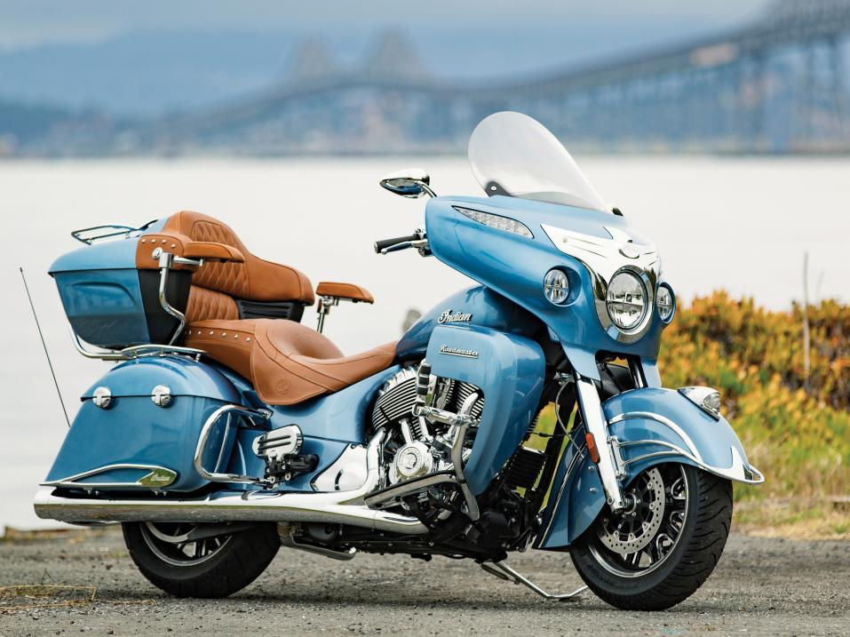Indian Roadmaster Springfield Blue ja Ivory Cream.