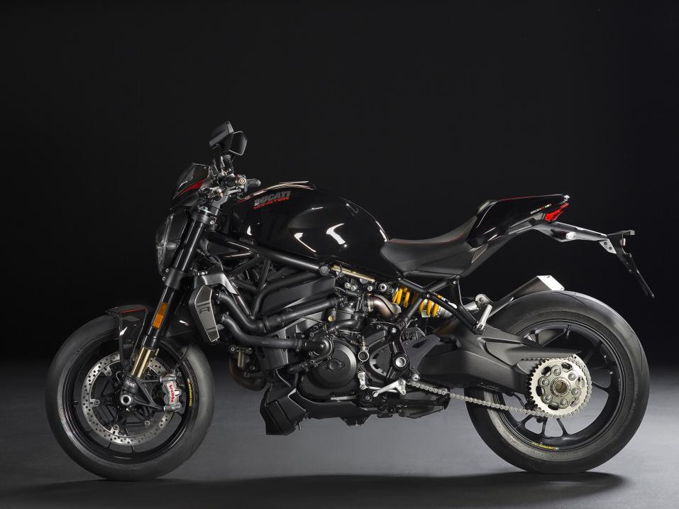 Vuosimalin 2016 Ducati Monster 1200R. Black.