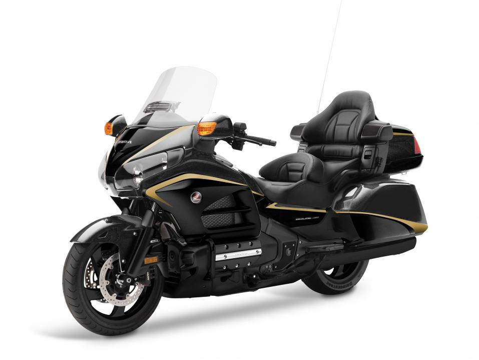 16YM GL1800 Gold Wing, väri SE Two-Tone Heavy Grey Metallic.