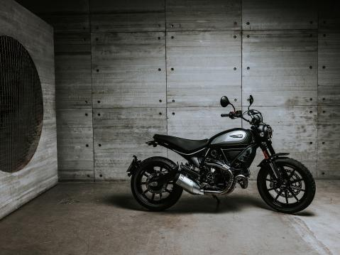 Ducati Scrambler Icon 800 Dark.
